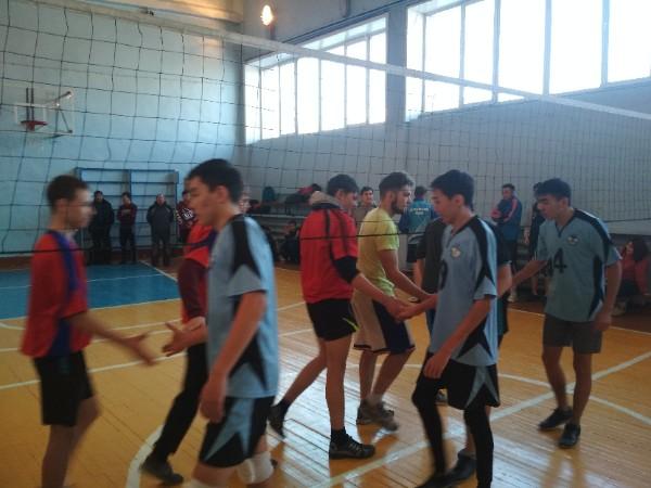 Спортивные игры по волейболу, среди групп юношей