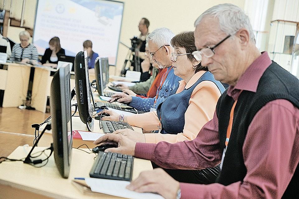 Студенты-Волонтеры обучают Студентов «Серебряного возраста» компьютерной грамотности