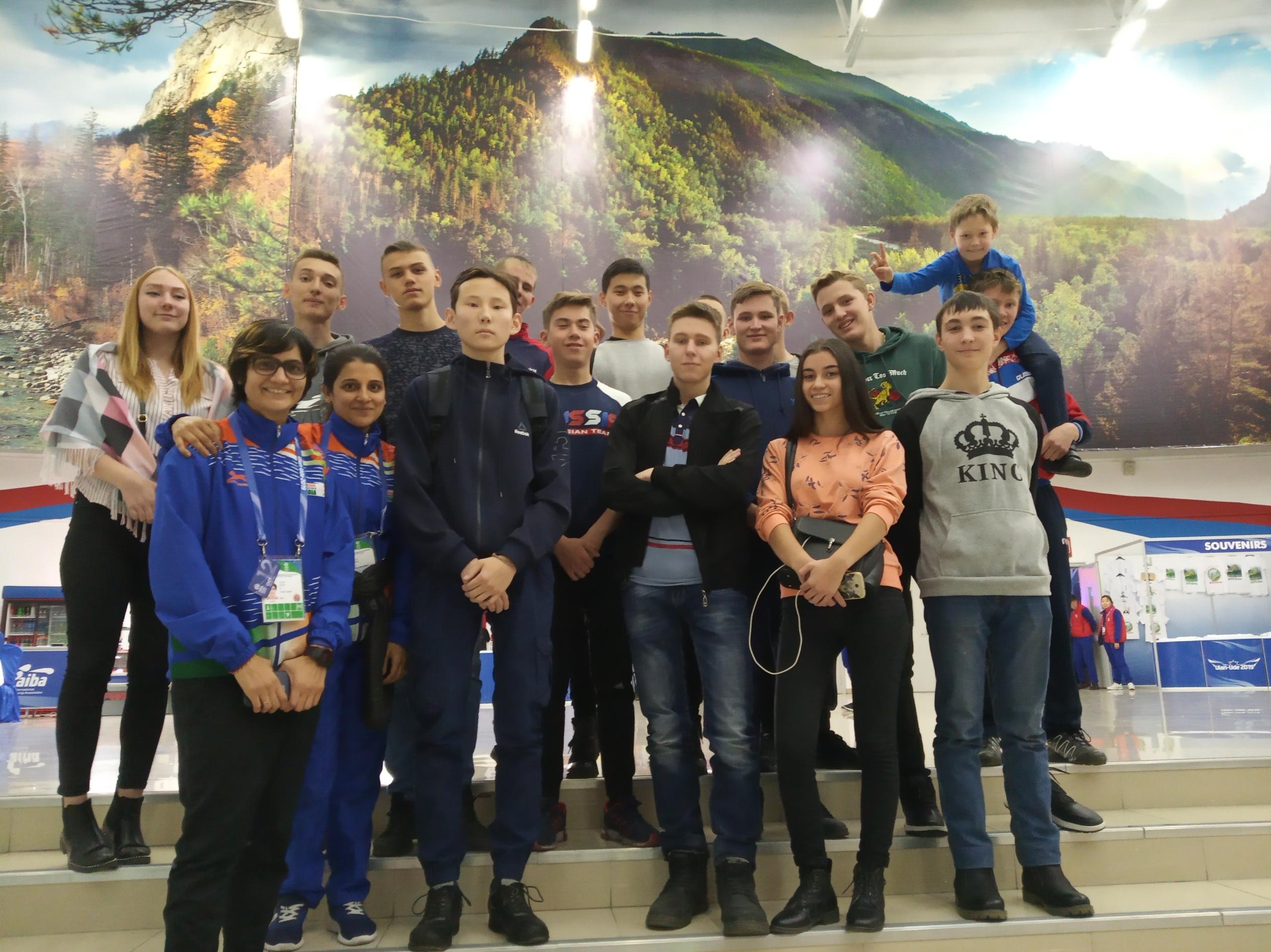Студенты Авиационного техникума поддержали наших спортсменок на полуфинале ЧМ по боксу среди женщин